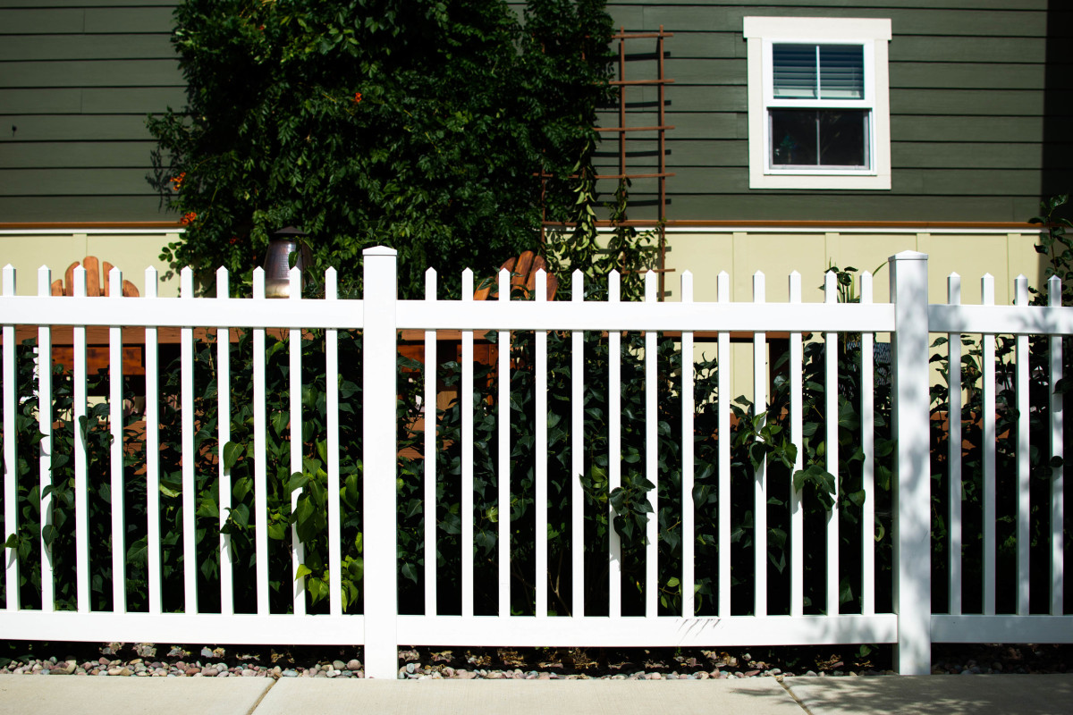 Setting Your Fence Posts in Concrete - Absolute Fence